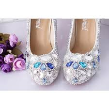 Les chaussures bicolores, strass, dentelle ....